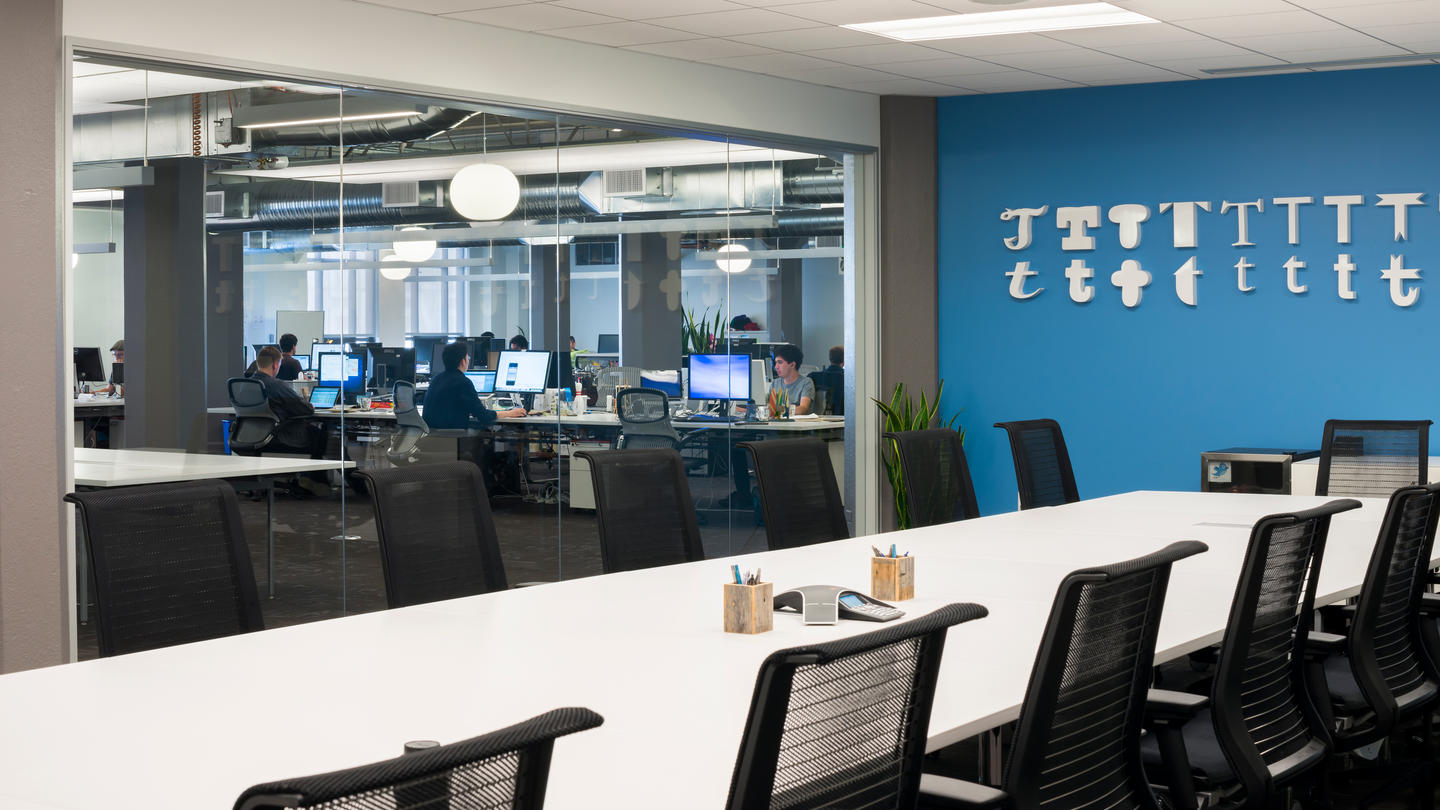 Take a Tour of Twitter's San Francisco Headquarters - Officelovin'